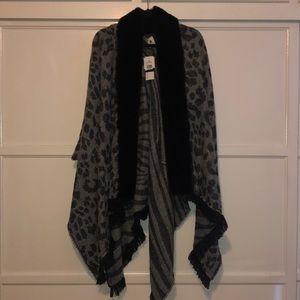 NWT faux fur leopard print cape